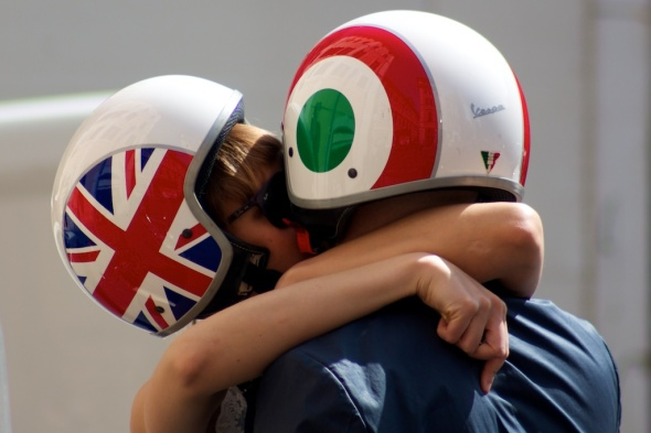 Engligh Italian Crash Helmets Kiss